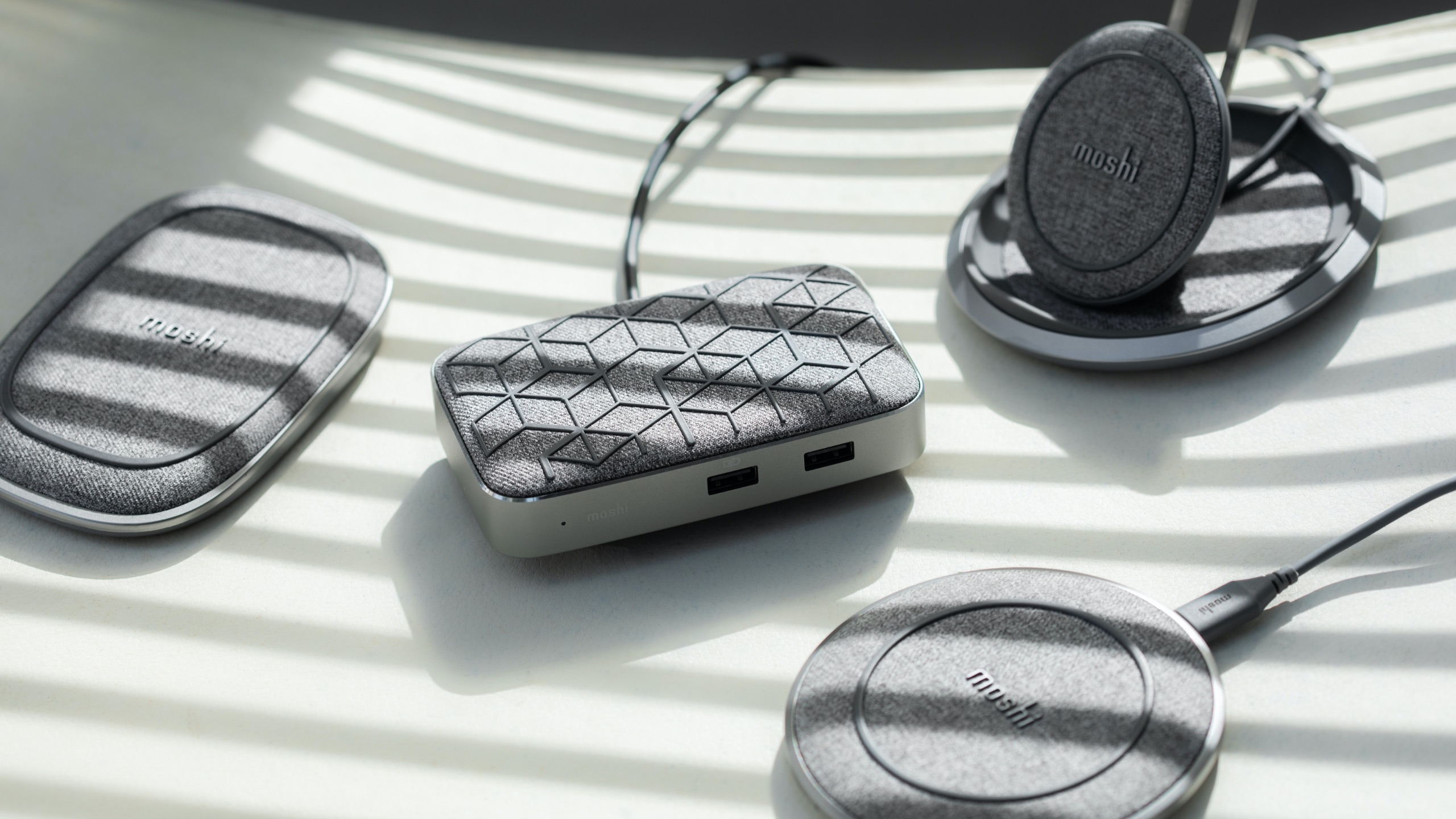Symbus Q Compact USB-C Dock with Wireless Charging-image